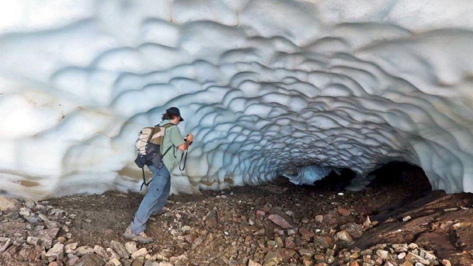 En Patagonia ya se puede visitar el túnel de hielo que dura solo un mes