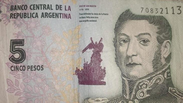 El Banco Central extenderá un mes la circulación del billete de 5 pesos