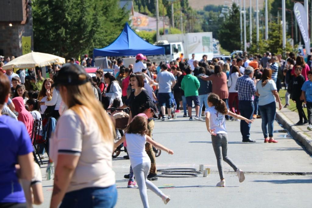 La Peatonal se llenó de gente en un día ideal