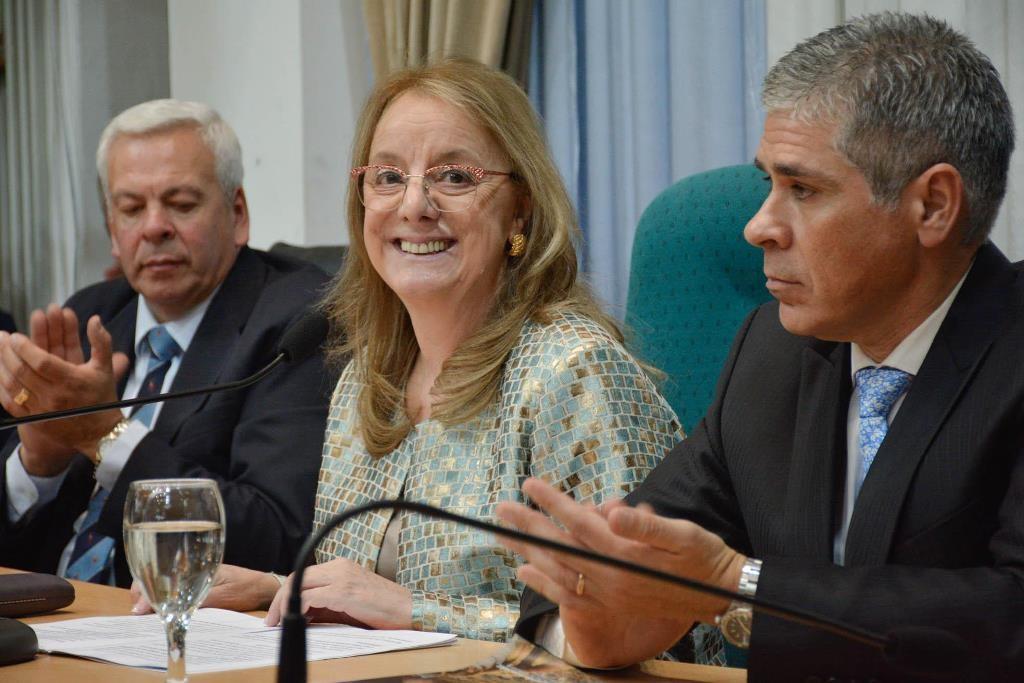 Alicia Kirchner destacó el equilibrio fiscal y dijo que se prioriza a la gente