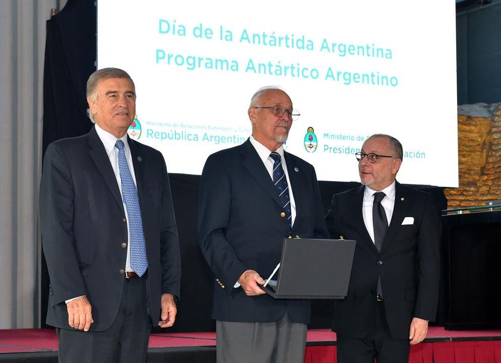 Pedro Skvarca recibió reconocimiento del Gobierno Nacional