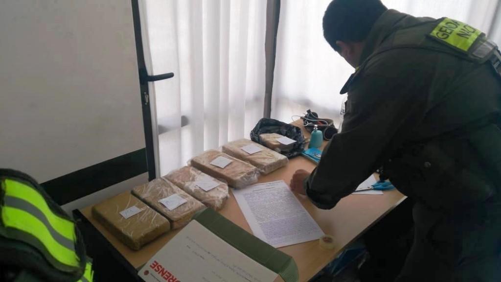 Allanaron la casa del joven que portaba cinco kilos de droga