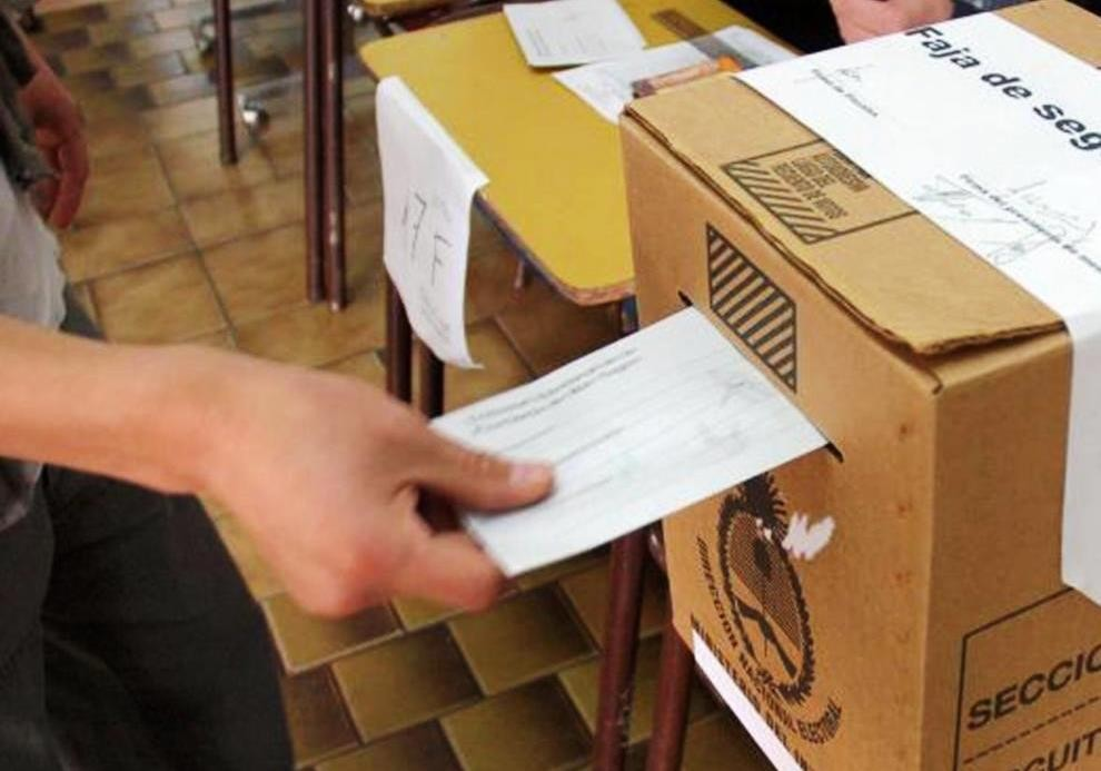 Mes clave para definir con que sistema votarán los santacruceños