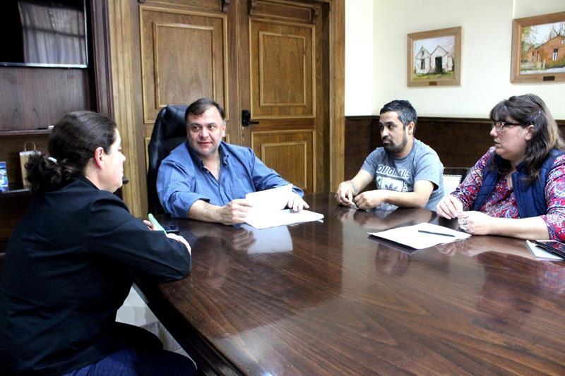 Con aumentos en la ayuda escolar, Belloni abre paritarias en El Calafate