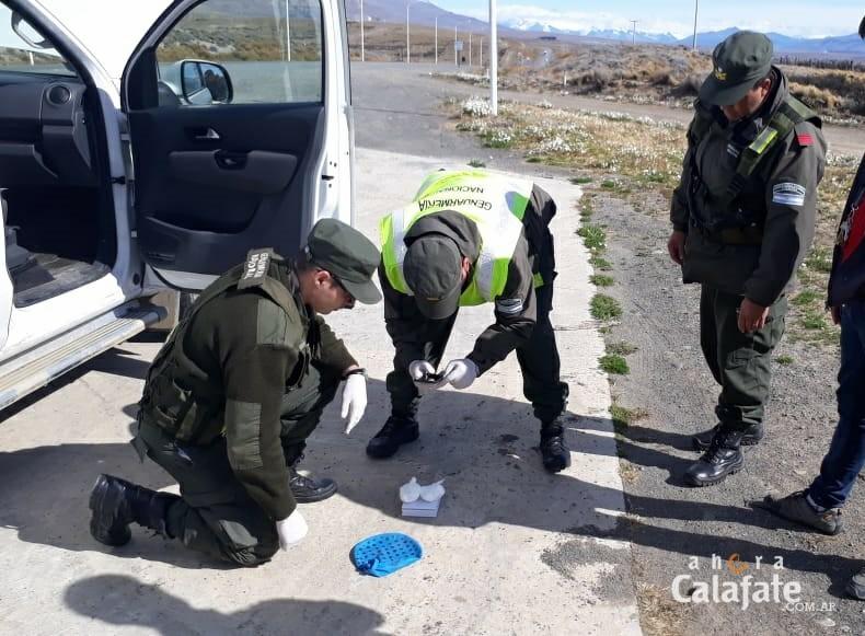 Gendarmería encuentra cocaína escondida en una camioneta