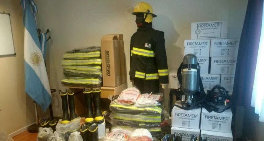 Llega equipamiento para bomberos de la zona