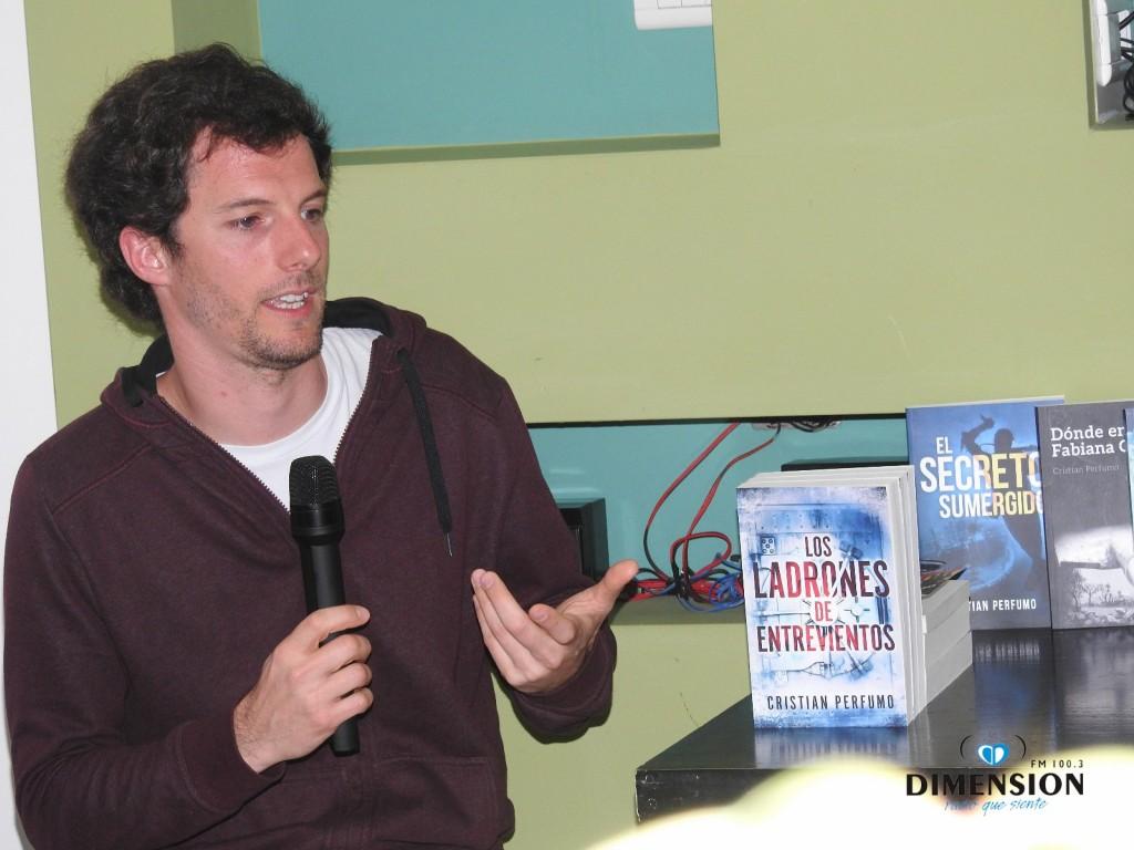 Cristian Perfumo presentó en El Calafate su nuevo thriller ambientado en Santa Cruz