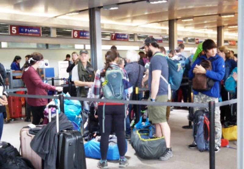 Masivo éxodo y caos en el Aeropuerto de El Calafate