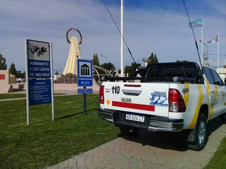 MALVINAS. Colocación de cartelería oficial y ploteo de vehículos