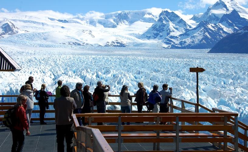 Es incierto el futuro de los servicios turísticos frente al glaciar