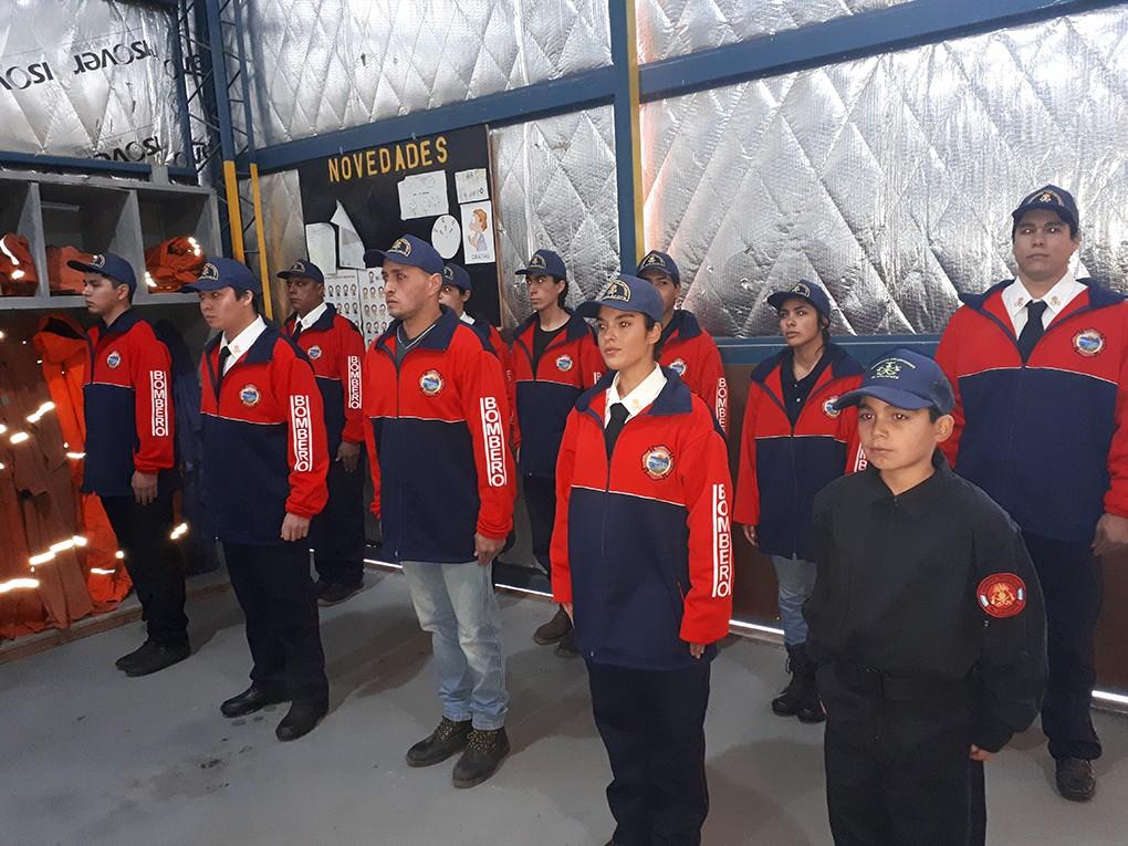 Vecinos recibieron su certificación de Bomberos Voluntarios.