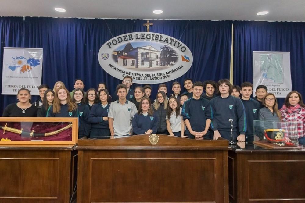 Alumnos de El Calafate de viaje de estudios en Ushuaia