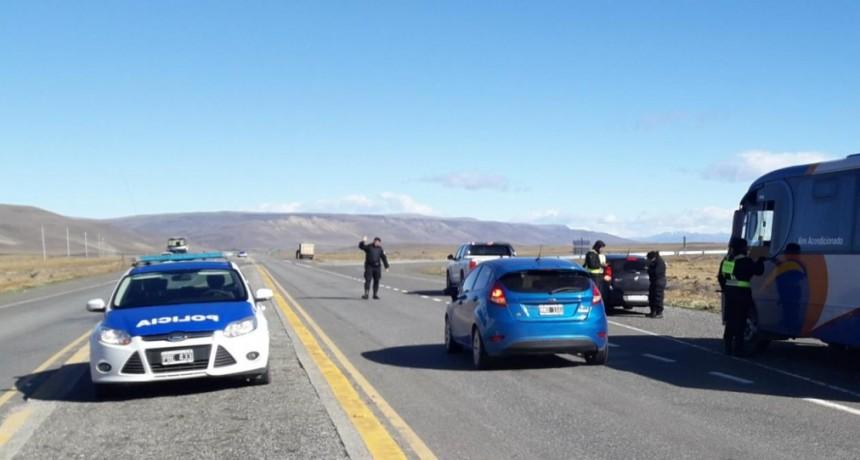 Control policial en el cruce de rutas