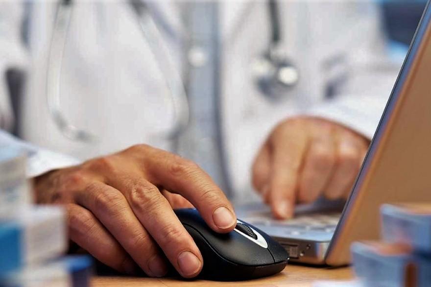 Habilitan teleconsultas médicas con especialistas