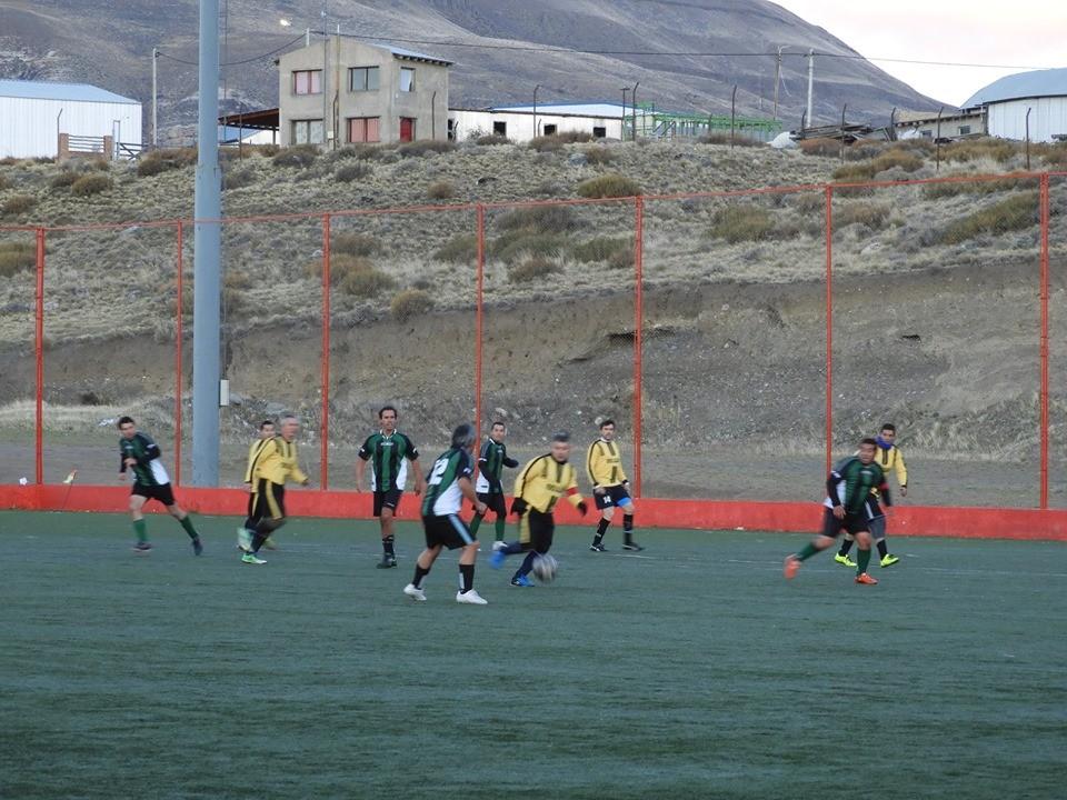 HDT y Los Amigos lideran el + 42 del fútbol veteranos