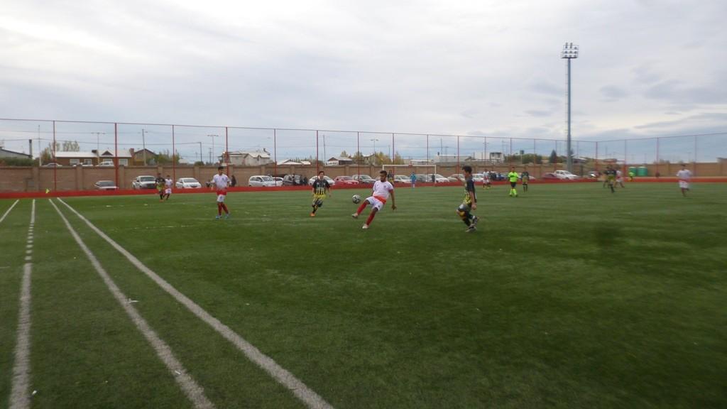 Cuatro equipos pelean por el torneo Apertura de fútbol