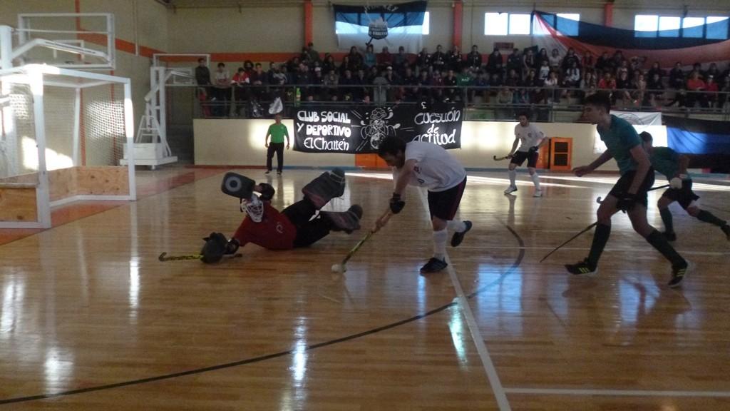 El Calafate Hockey arrancó ganando el Nacional de Clubes Pista