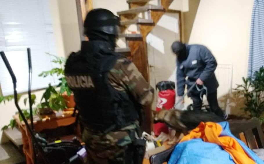 Armas y drogas en un procedimiento con fuerzas especiales