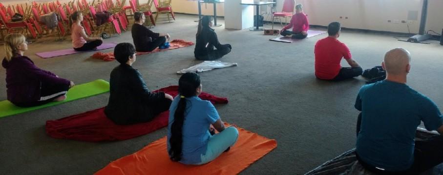 Yoga Institucional. Cuidar a los que cuidan de la comunidad