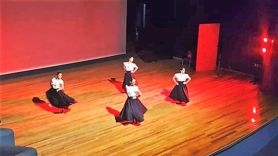 Dos bailarinas calafatenses en México