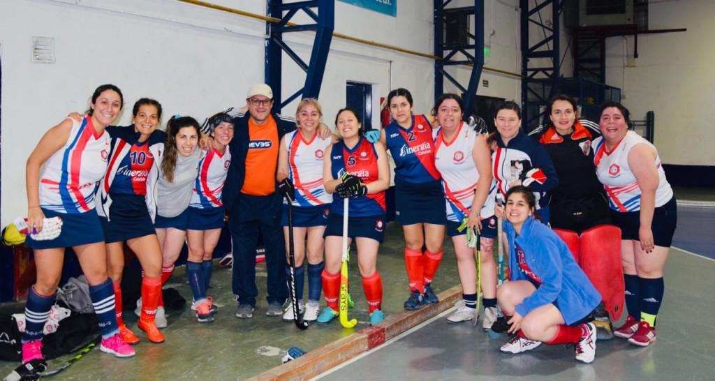 Las Mamis de Calafate Hockey jugaron en el Fin del Mundo