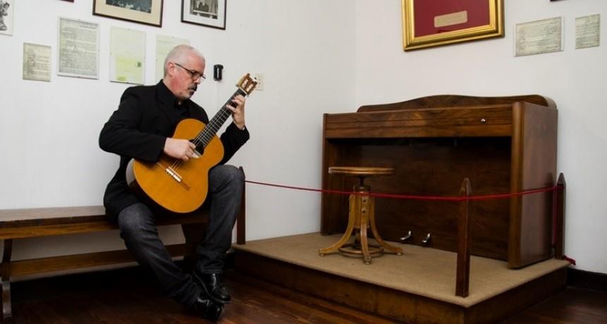 "Gabriel Comas participó del ""Festival Internacional de Guitarra Clásica"""