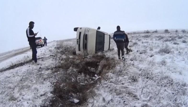 Despistes y vuelco en rutas nevadas