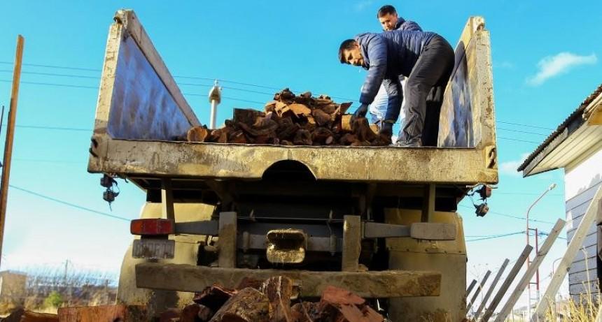 El municipio de El Calafate comenzó el reparto de leña