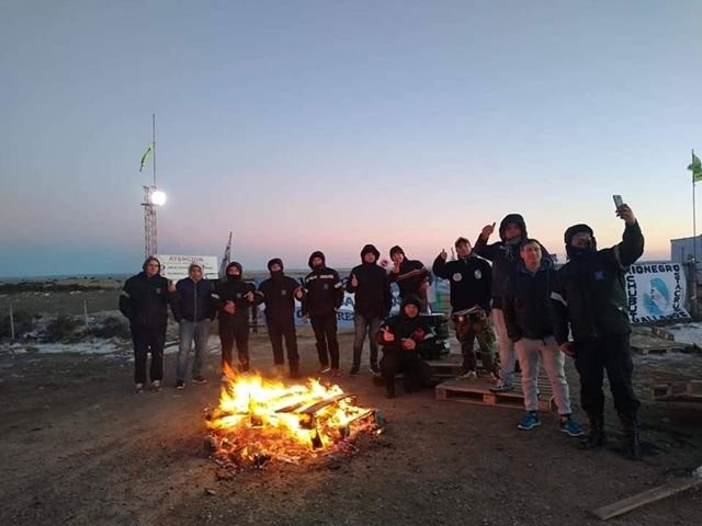 Tensión. Trabajadores  cortan el acceso a la Represa Cóndor Cliff