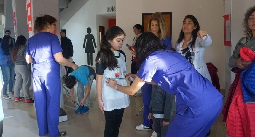 Equipo médico evaluó a jóvenes deportistas en el nuevo Estadio