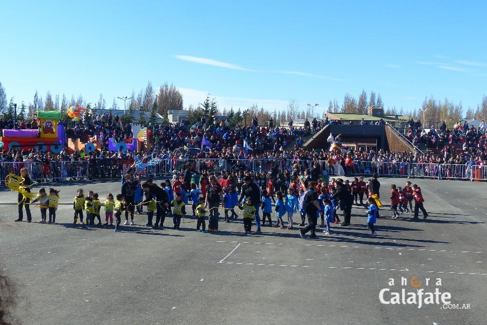 Fiesta de la Primavera. Un desfile multicolor en el Anfiteatro