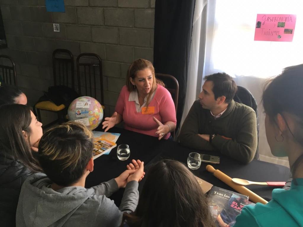 """Estudiantes realizaron una """"Feria de Profesionales"""" para definir su vocación"""