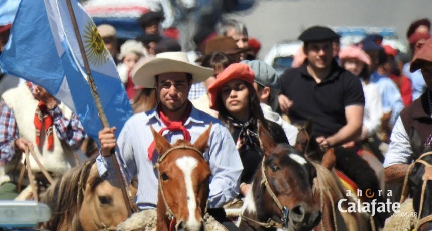 Con el desfile ecuestre comenzó la Fiesta de la Tradición