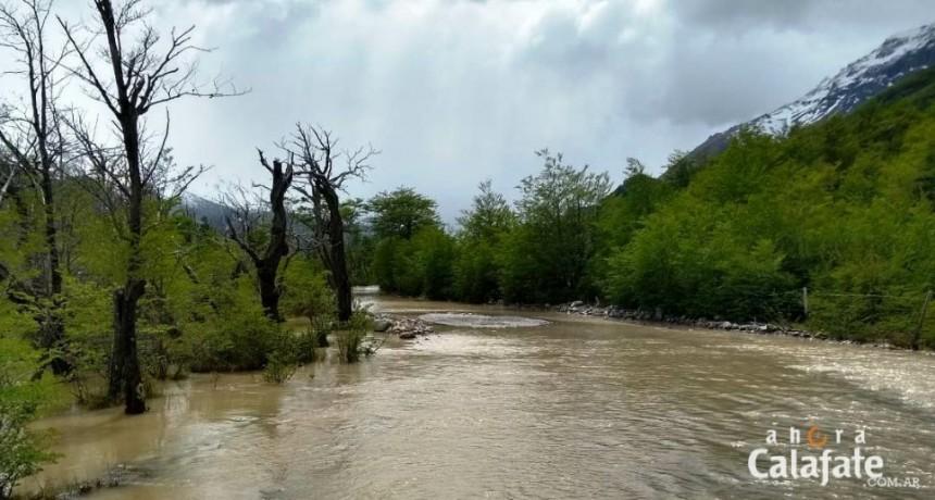 Ruta al Lago del Desierto cortada por las lluvias