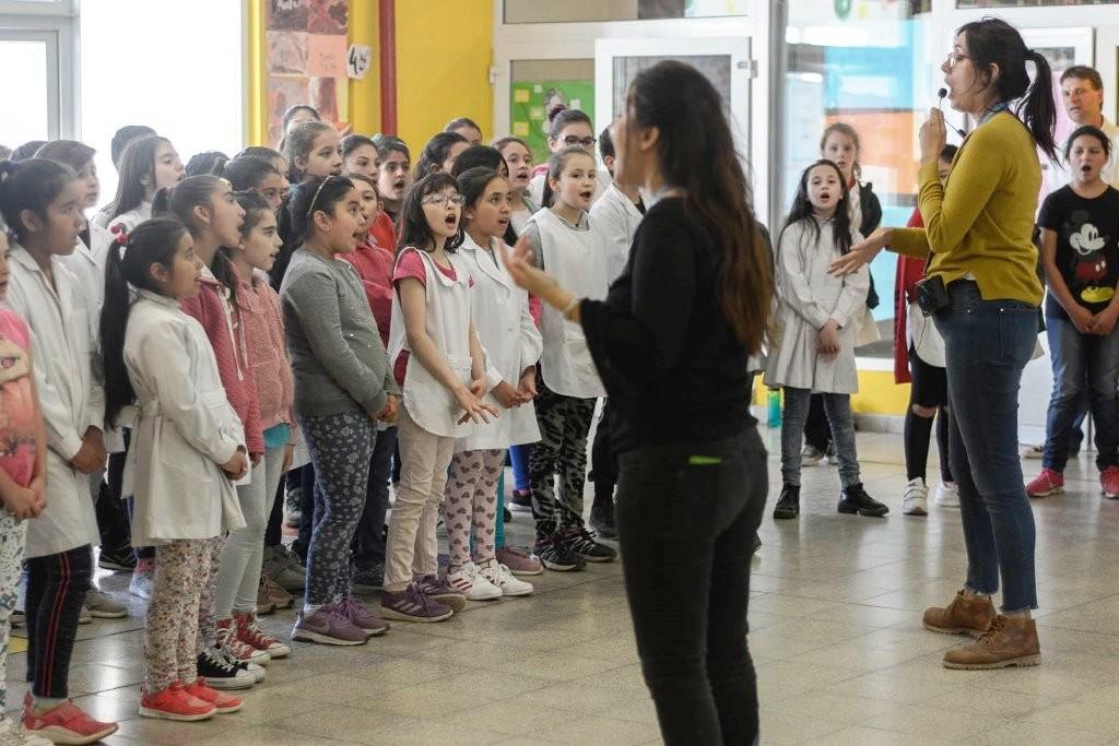 Coros escolares de El Calafate se presentarán junto a Lorena Espina