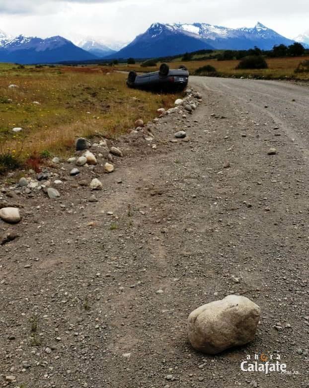 Chocó una piedra en la ruta y volcó