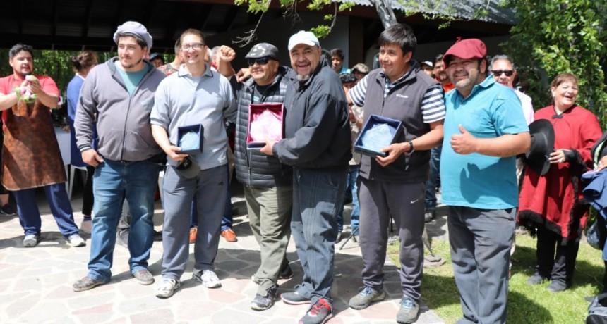 Valentín Coñuecar y Tomás Quilpatay ganaron el Concurso de Asadores